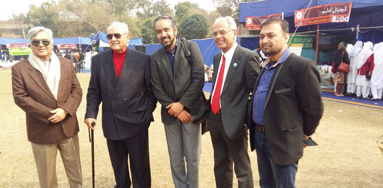 (from left)Dr. Kauser A. Malik, Syed Babar Ali, Dr. Hamid Zaman, President ECOSF Dr. Manzoor Soomro and Syed Paras Ali during the Lahore Science Mela (28 Jan 2017)