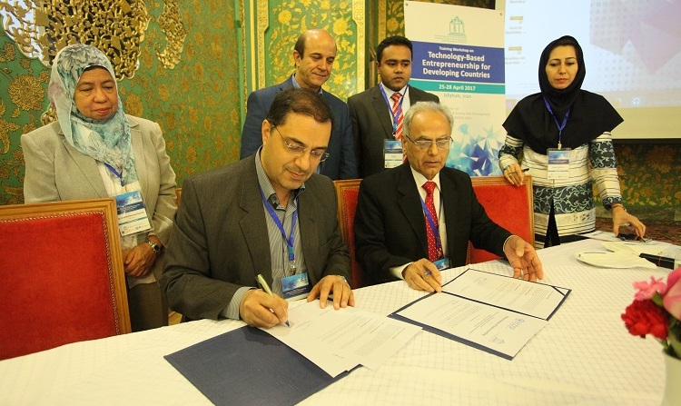 ECOSF and IRIS (Iran) signing MoU for collaboration in S&T Parks, Incubation Centers, Innovative and Entrepreneurial initiatives in ECO Region (25 April 2017)
